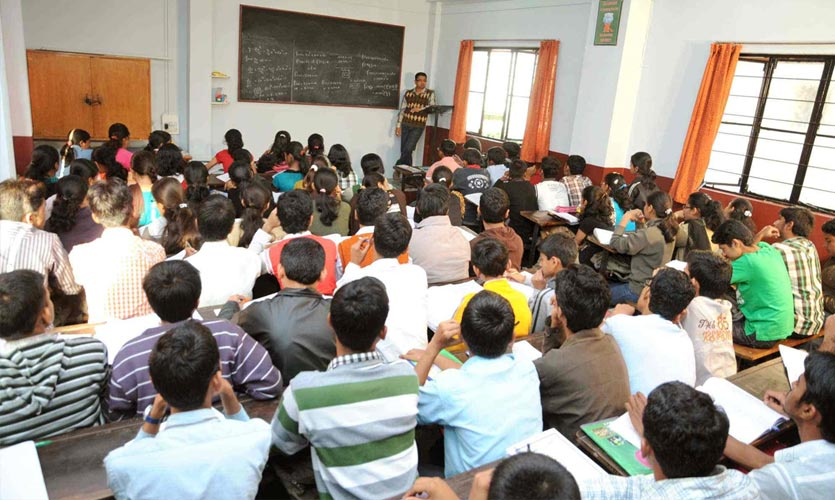 Gujarat Coaching Institute Secretly Hosts 500 Students, Violates All Norms